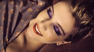 Макияж для шатенок, макияж для шатенок с пурпурными тенями