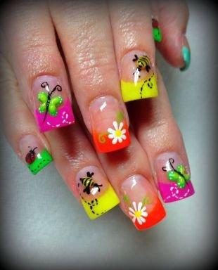 Рисунки на ногтях зубочисткой, яркий маникюр с насекомыми и ромашками