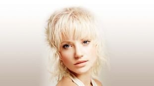Цвет волос перламутровый блондин, каскадная стрижка для непослушных волос