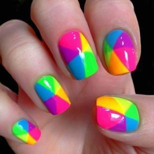 Салатовый маникюр, радужный дизайн ногтей
