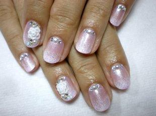 Свадебный маникюр на короткие ногти, свадебный розовый маникюр с цветами и стразами