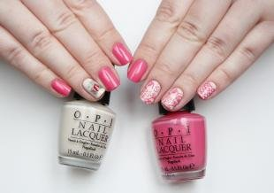 Кружевные рисунки на ногтях, розовый маникюр с наклейками