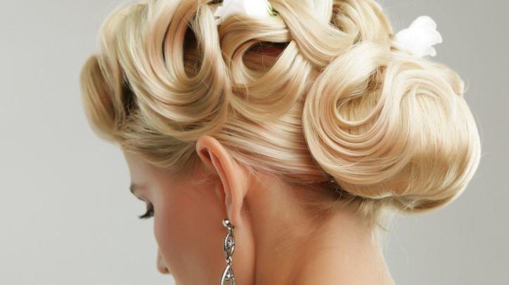 Открытая свадебная прическа прическа на средние волосы